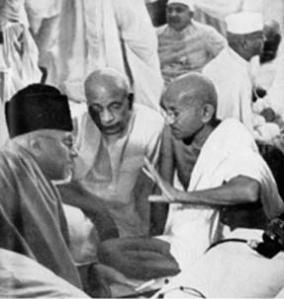 2Gandhi,_Patel_and_Maulana_Azad_Sept_1940