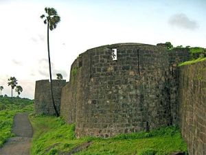 440px-Madh-fort3