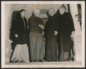 jAlbert-Einstein-Meets-Jawaharlal-Nehru-1949-300x241