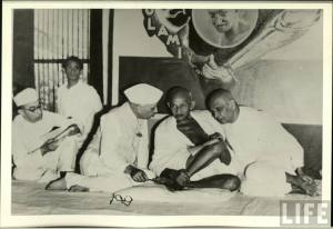 Jawaharlal-Nehru-Mahatma-Gandhi-and-Sardar-Vallabhbhai-Patel-1946