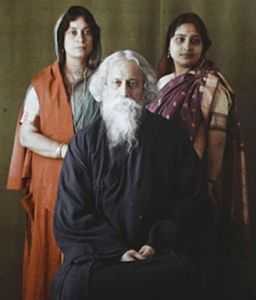Rabindranath_Tagore_-_with_daughter_Bela_to_his_left_and_daughter-in-law_Pratima_to_his_right